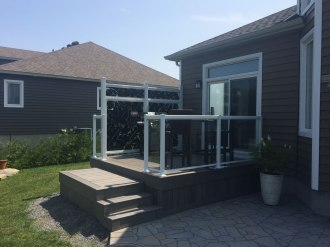 Deck with privacy screens